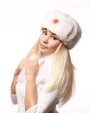 戴军用帽子的俄国女孩隔绝在白色 免版税图库摄影