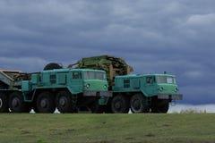军用火炮拖拉机MAZ-537 库存照片