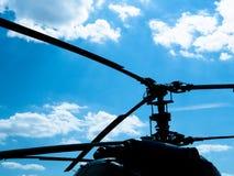 军用直升机剪影  库存照片
