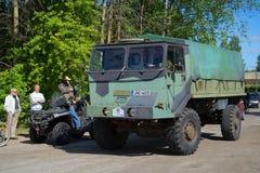 军用芬兰卡车Sisu参加葡萄酒汽车游行  Kerimyaki,芬兰 免版税库存照片