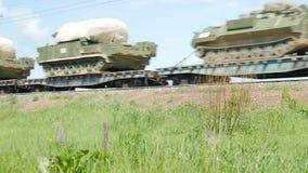 军用设备在平台被运输由铁路 影视素材
