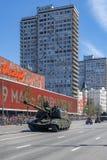 军用设备游行在5月9日的胜利天 免版税图库摄影