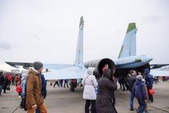 军用飞机战斗机和其他航空器在克拉斯诺达尔机场 军用设备的陈列以纪念防御者的 库存图片
