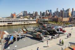 军用飞机看法在USS强悍海的甲板的,空域博物馆 图库摄影