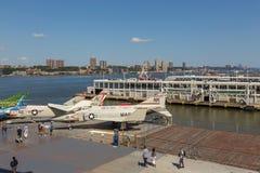 军用飞机看法在USS强悍海的甲板的,空域博物馆 免版税图库摄影