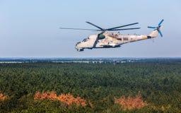 军用直升机米-24 (后面) 库存图片