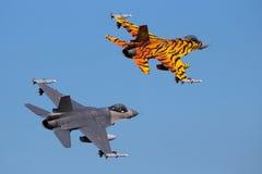 军用aF16喷气式歼击机飞机 免版税库存照片