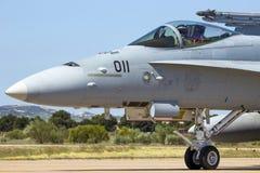 军用F-18大黄蜂喷气式歼击机飞机 图库摄影