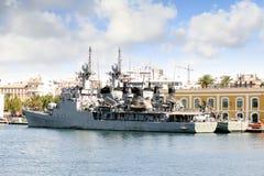 军舰在卡塔赫钠港靠了码头在西班牙 免版税库存照片