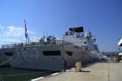 军舰被停泊在瓦尔纳口岸 库存照片
