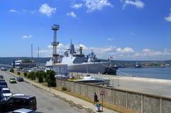 军舰被停泊在瓦尔纳口岸 库存图片