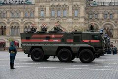 军警KamAZ-63968 `人员运输的台风K `装甲的卡车  免版税库存照片