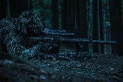 军队别动队员狙击手对 免版税库存照片
