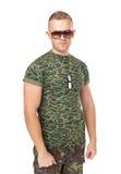 年轻军队战士佩带的太阳镜 免版税库存照片