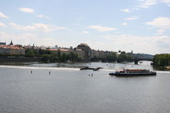 军队桥梁看法从查理大桥的 库存图片