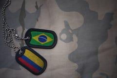 军队空白、卡箍标记与巴西的旗子和哥伦比亚卡其色的纹理背景的 库存图片