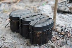军队罐 烹调的用途在野营领域 库存照片
