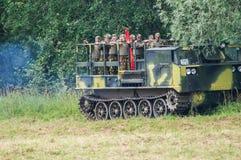 军队Vityaz的示范表现在天的庆祝时俄罗斯的空降编队的 免版税库存图片