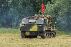 军队Vityaz的示范表现在天的庆祝时俄罗斯的空降编队的 图库摄影