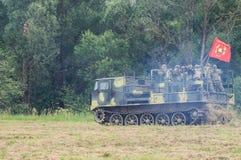 军队Vityaz的示范表现在天的庆祝时俄罗斯的空降编队的 免版税库存照片