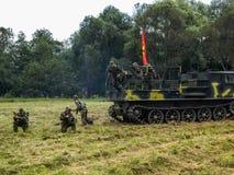 军队Vityaz的示范表现在天的庆祝时俄罗斯的空降编队的 免版税图库摄影