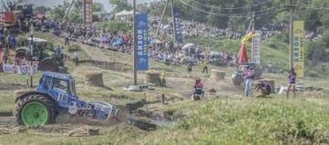 农业拖拉机的竞争在Bizon轨道展示 图库摄影