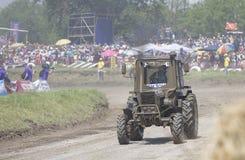 农业拖拉机的竞争在Bizon轨道展示 免版税库存照片