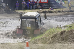 农业拖拉机的竞争在Bizon轨道展示 免版税图库摄影
