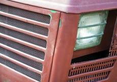 农业拖拉机老模型的车灯细节  库存照片