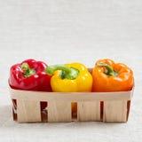 农业新鲜市场产品蔬菜 在红色篮子的三个甜椒,黄色 免版税图库摄影