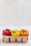 农业新鲜市场产品蔬菜 在红色篮子的三个甜椒,黄色 免版税库存图片