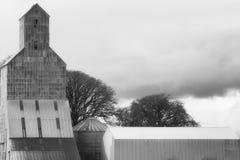 农业结构在多云天空下 库存照片