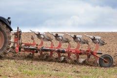 农业耕犁的特写镜头细节在行动的 免版税库存照片