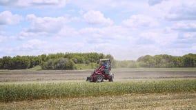 农业通信工具 拖拉机的农夫 农场设备 农业设备 影视素材