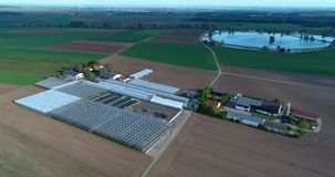 农业,欧洲农业,穿着考究的领域,顶视图,农夫的五颜六色的领域 股票视频