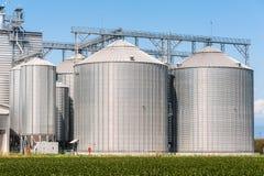 农业(谷物)产品的存贮筒仓 图库摄影