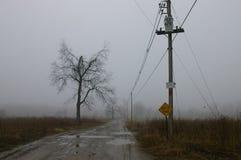 农厂朦胧的路 免版税图库摄影