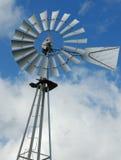 农厂泵水风车 库存照片