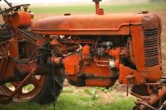 农厂老拖拉机 免版税图库摄影