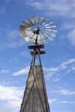 农厂老风车 库存图片