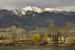 农厂蒙大拿山小的雪 库存图片