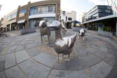 农厂雕象在卡马森,威尔士 免版税库存照片