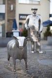 农厂雕象在卡马森,威尔士 图库摄影