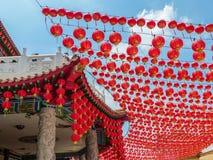 农历新年的红色中国灯笼装饰在中国寺庙 免版税图库摄影