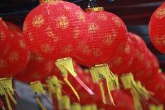 农历新年的红色纸灯装饰 免版税库存图片