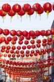 农历新年街道的灯笼装饰 免版税库存照片