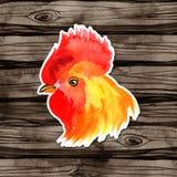 农历新年与红色雄鸡的卡片设计,黄道带标志2017年,在水彩木头背景 库存照片