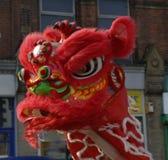 农历新年的庆祝的狮子舞蹈家在布莱克本兰开夏郡 库存图片