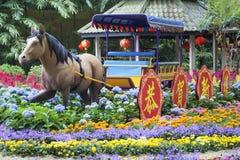 农历新年马装饰在新加坡庭院里 图库摄影