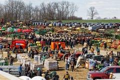 农场设备在拍卖的待售 免版税库存照片